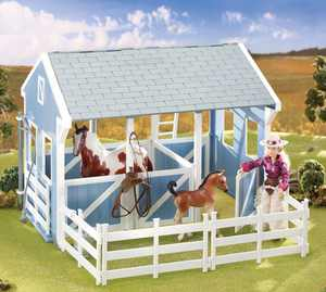 Breyer Classics Country Stable with Wash Stall (1:12 Scale)