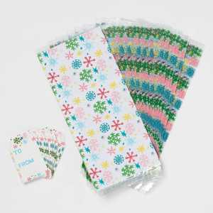 20ct Plastic Snowflake Gift Bags with Tags - Wondershop™