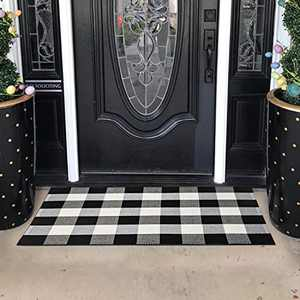 Buffalo Plaid Rugs Black/White Checkered Plaid Rug 27.5 x 43 Inches Cotton Hand-Woven Buffalo Checkered Doormat Washable Porch/Kitchen/Farmhouse Area Rugs (27.5''x 43', Black/White)