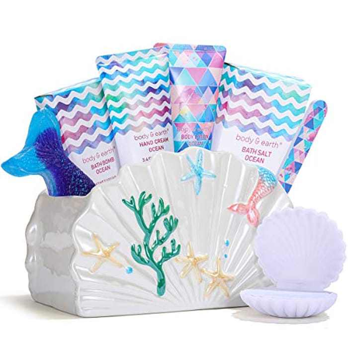 BODY & EARTH Bath gift sets for Women,7Pcs Gifts for Her with Ocean Scent, Includes Top Coat Polish, Nail File, Hand Lotion and More, Gifts for Women