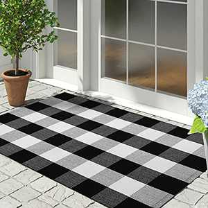 IOHOUZE Cotton Buffalo Plaid Check Rug Outdoor Doormat 27.5 x 43 Inches Washable Woven Outdoor Indoor Welcome Mats for Front Door/Farmhouse/Entryway/Home Entrance Black and White Outdoor Rug