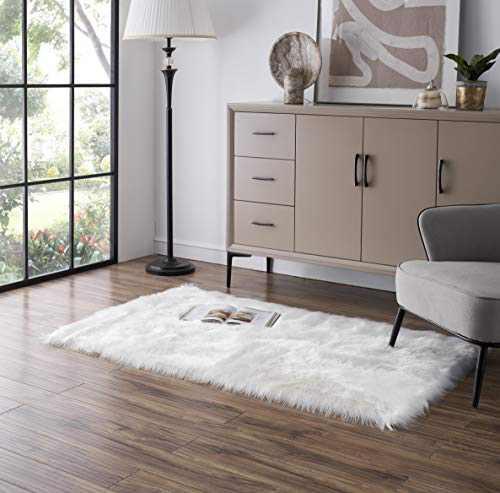 Tangsoo Soft Fluffy Fur Rug White Faux Fur Rug Shaggy Sheepskin Fur Rugs for Bedroom Furry Carpet for Kids Room Fuzzy Floor Rugs Plush Fur Rug for Living Room, 2x4 Feet (Rectangle Shape,White)