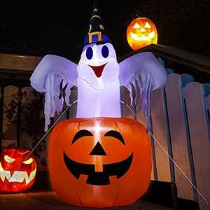 WDERNI Halloween Inflatable Outdoor Cute Ghost with Pumpkin, Blow Up Yard Decorations Clearance, 4.7FT Holiday Inflatable Decor with LED Light for Halloween Party Indoor, Outdoor, Garden